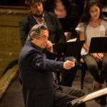 Prove pubbliche con gli allievi, l'orchestra e i cantanti.