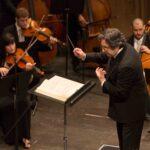 Riccardo Muti dirige brani tratti dalla Traviata.